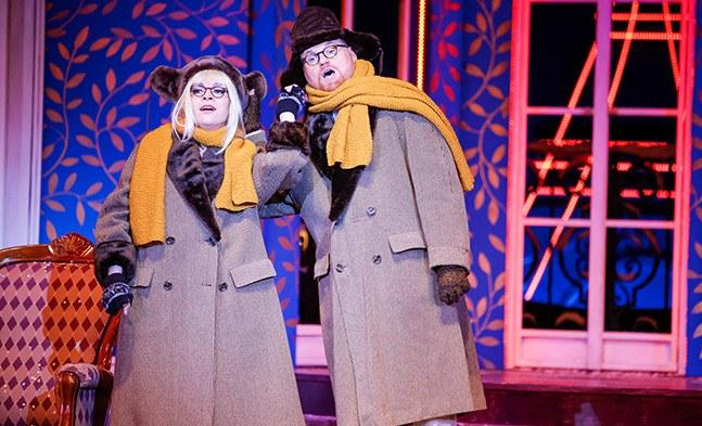 Winter in Paris - Als Ehepaar lassen grüßen: Dolly (Sieglinde Feldhofer) und Hippolyt (Thomas Malik).