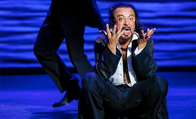 Das Böse, sprich Mr. Hyde (Darius Merstein-MacLeod), erwacht zum Leben.