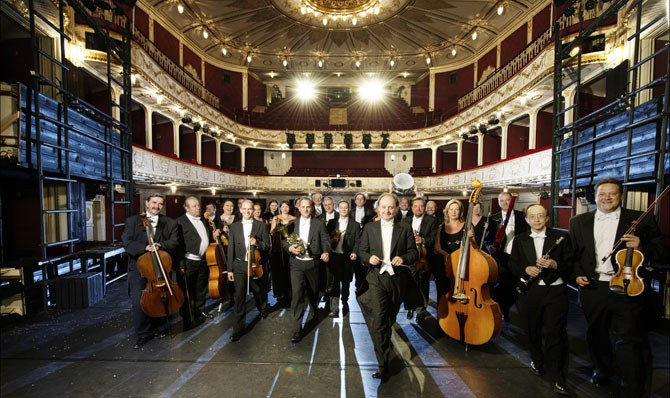 Das Orchester der Bühne Baden eröffnet mit Welterfolgen von Walter Jurmann die Wintersaison an der Bühne Baden.  © Bühne Baden