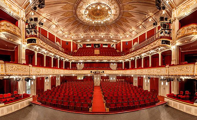 Im Stadttheater wird die neue Saison präsentiert. Schauspielpräsentation ab 18.00 Uhr , Musiktheaterpräsentation im Anschluss ab 19.30 Uhr.