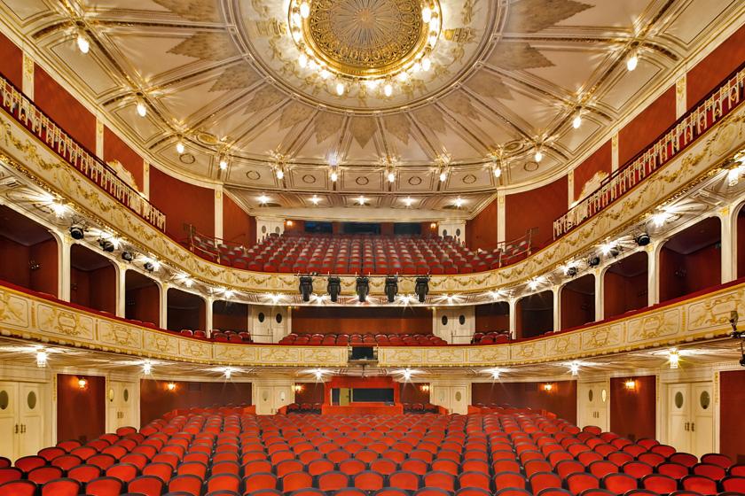 Im Stadttheater wird die neue Saison präsentiert. Schauspielpräsentation ab 18.00 Uhr, Musiktheaterpräsentation im Anschluss ab 19.30 Uhr.