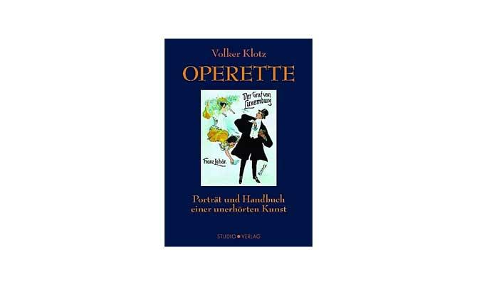 """Volker Klotz präsentiert in einem Operettencafé die Neuauflage seines Buches """"Operette"""""""