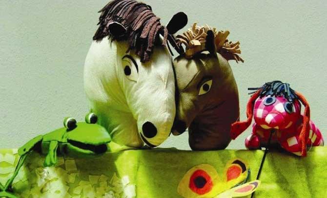 """Die Märchenbühne Apfelbaum inszeniert """"Das kleine Ich bin Ich"""" als lustiges Figurenspiel für Kinder ab 3 Jahren. Matinee für die kleinsten Besucher an der Bühne Baden."""