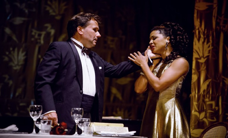 Sebastian Reinthaller (Octavio) und Bibiana Nwobilo (Giuditta)