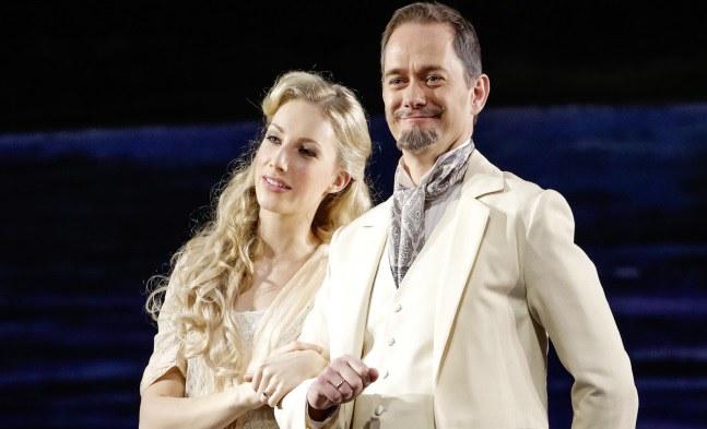 Welch schönes Paar! Anne Egerman (Eva Serrarens) und Frederik Egerman (Jens Janke).