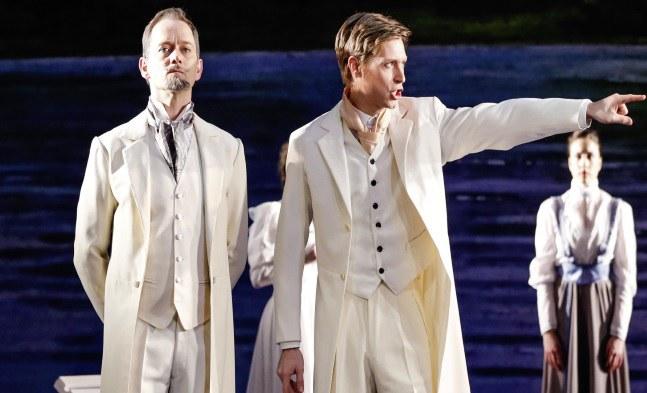 Zwist zwischen Frederik Egerman (Jens Janke) und Henrik (Lukas Perman)