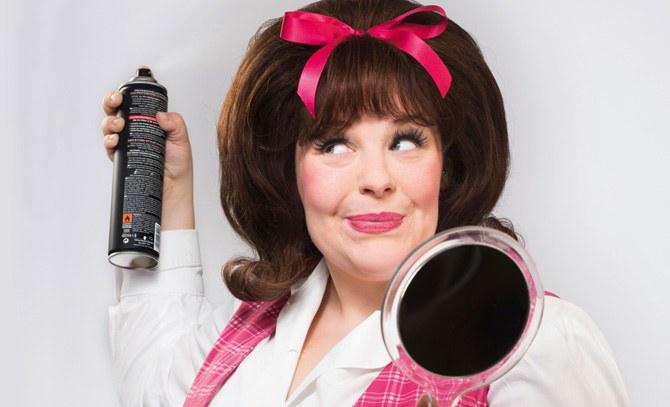 """Marja Hennicke im Broadway-Musicalhit """"Hairspray"""". Bühne Baden"""