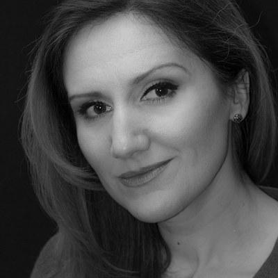 Die gebürtige Bulgarin erhielt ihre musikalische Ausbildung beim Kinderchor des bulgarischen Rundfunks und Fernsehens. Seit 1999 singt sie im Chor der Bühne Baden.