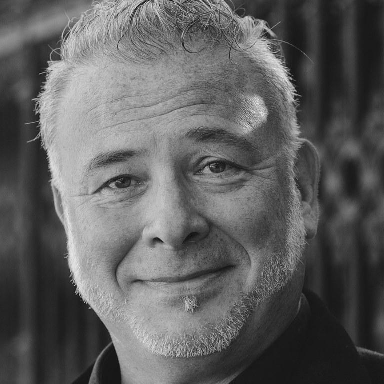 Geboren in Wien, aufgewachsen im Weinviertel, erhielt Martin Berger seine Ausbildung am Konservatorium der Stadt Wien, Abteilung Musical und Operette, die er mit Auszeichnung abschloss.