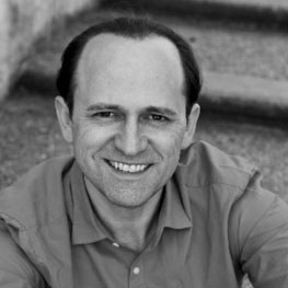 """Reinwald Kranner  wurde von Otto Edelmann zum klassischen Tenor ausgebildet und spielt seit Herbst 2014 in """"Mary Poppins"""" im Ronacher."""