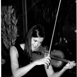 Kinga Vass ist seit 1994 die Zweite Konzertmeisterin des Orchesters der Bühne Baden.