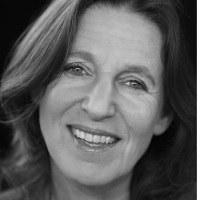 Seit 2010 leitet die gebürtige Münchnerin die Abteilung Verkauf an der Bühne Baden. Im Kulturbereich sammelte sie Erfahrungen beim Tonkünstlerorchester Niederösterreich und beim Musikfestival Grafenegg.